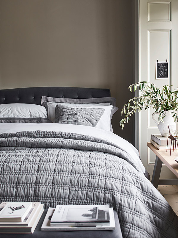 Cotswold Co Huxley upholstered velvet bed with buttoned back headboard and Hatherley grey Egyptian cotton bedlinen, bedroom.