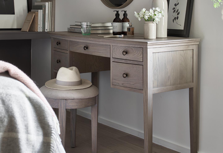 Winchcombe Smoked Oak Dressing Table Set, Oak Bedroom Furniture